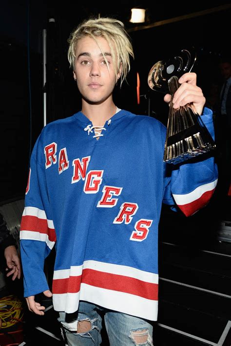 Justin Bieber's new hair at iHeartRadio Music Awards and